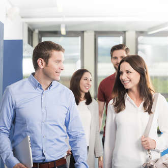Vier Bachelor of Science in Business Administration Studierende an der PHW in Bern