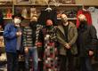 Teamfoto im Kafiya Shop bei der Eröffnung